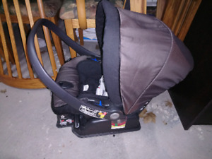 Peg Perego Primo Viaggio Convertible Infant CarSeat
