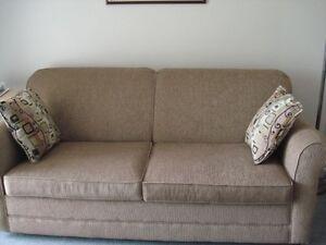 Divan lit meubles dans sherbrooke petites annonces for Kijiji sherbrooke meuble a donner