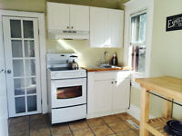 3 BDRM UPPER FLOOR SUITE for STUDENTS **just off WHYTE!!**