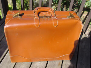 VINTAGE VICTOR LUGGAGE FOR T. EATON CO LEATHER SUITCASE London Ontario image 2