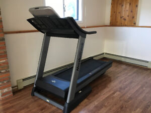 Nordic track treadmill Commercial 1750 like new