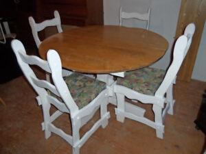 Une chaises berçeuse a 65.00  et set de cuisine ect...