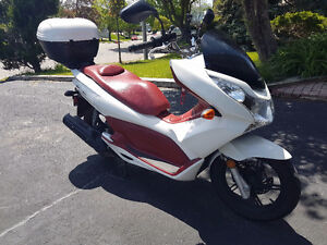 Well maintained Honda PCX150 with top case $1800