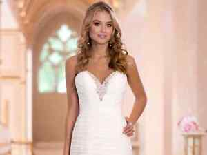 Beautiful and romantic wedding dress! Fits like a glove! New