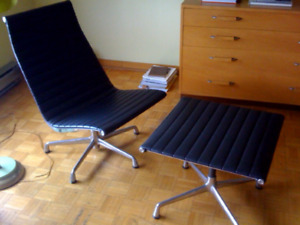 Eames lounge chair and ottoman, mint condition! BLACK LEATHER!
