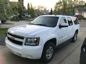 2012 CHEVY SUBURBAN - WHITE