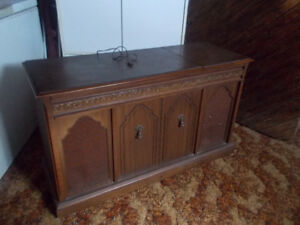Vintage Stereo Console - -Fleetwood Solid State AM -FM