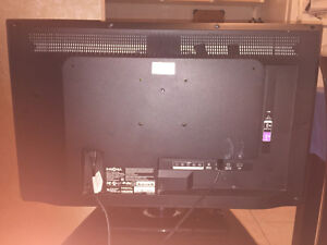 Insignia 32'' TV (Awesome Condition)
