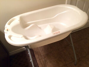 Baby bathtub with a stand