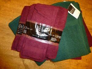 Burgundy/Hunter Green Towel Set