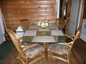 5 pieces table and chairs