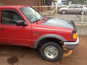 Pick Up Ford Ranger X4x4  1994 automatic  265Km 1250$p