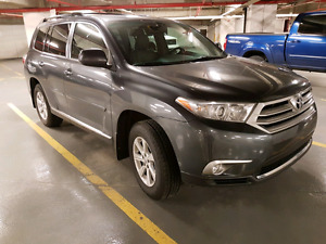 2012 TOYOTA HIGHLANDER AWD LOW KMS 7 PASSENGERS