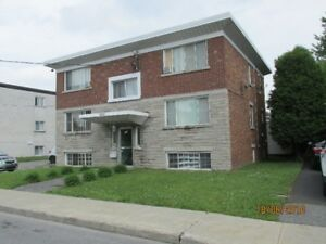 3  1/2 longueuil, R.C. immeuble tranquil, gens matures