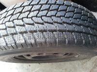 4 pneus Toyo hiver G/02 195 /70/14 comme neuf  avec Rime 4 trous