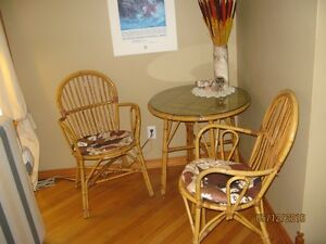 Rattan table with glass top & two chairs Stratford Kitchener Area image 4