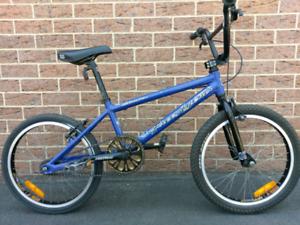 FREEAGENT ELUDER BMX BIKE