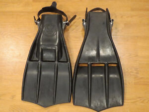 Aqua Lung Rocket Fins US Diver Brand -Used-Heavy-One Size.