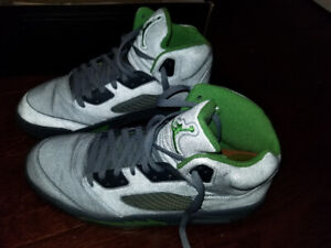 $200 lightly used, air jordan green bean 3m in size 11