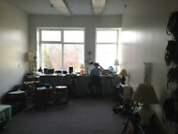 Shared space in Artist studio / Atelier d'artiste partager