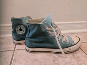 2 pair of women's Converse shoes
