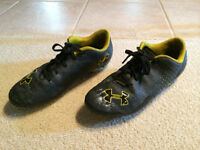 Under Armour Soccer Shoes - Size 6