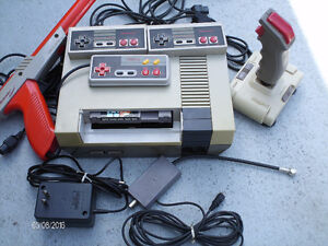 NINTENDO 3 Manettes, Joystick, Gun, Super Mario Bros/ Duck Hunt