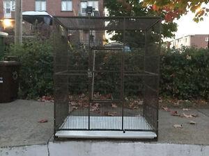 Grande cage pour oiseaux (voilieres)  Très propre .
