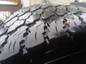2 pneu hiverGoodyear wrangler mag RAM Sylverado GMC 265/75r16