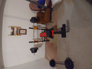 Competitor Bench Press with 180 pounds of weights with 25lbs bar