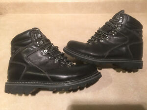Mens B.U.M Winter Boots Size 8