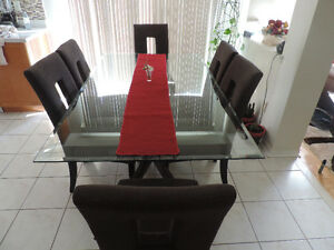 MOVING SALE: BEAUTIFUL DINING TABLE FOR SALE