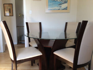 """Glass Dining Table 48"""" Round with 4 Chairs 200$"""