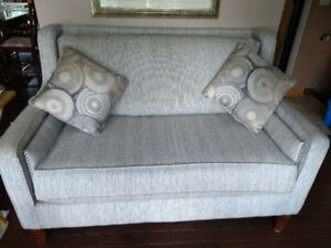 LOVESEAT-Immaculate condition! (Niagara Region)