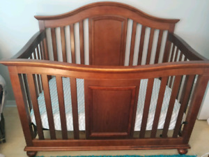 Delta 3-in-1 crib with two matresses