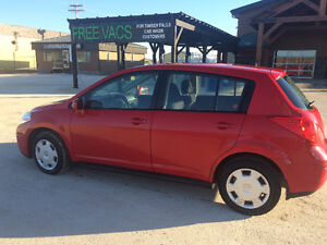 2009 nisan  versa hatchback , only 149000km for $3750 obo