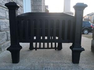 Porte buches antique en fonte pour foyer