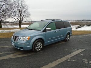 2008 Chrysler Town & Country Limited Saftyed & Etested & Finace!