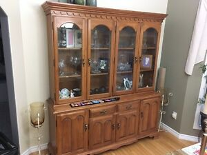 Roxton hutch and table