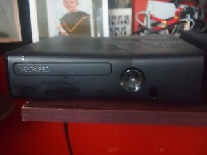 XBOX 360 & 20 GAMES 2 CONTROLLERS EXCELLENT CONDITION