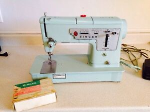 1961 Vintage Singer Sewing Machine with Manuel and Attachments