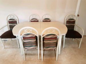 Moving sale dining room table and chairs