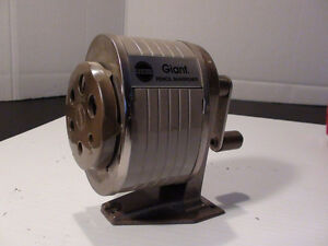 ANCIEN AIGUISE CRAYON BEIGE APSCO GIANT METAL SHARPENER 60's
