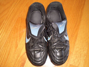 Size 6.5 soccer shoes