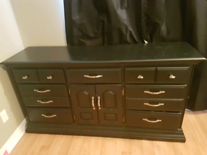 Wood dresser and 2 matching nightstands