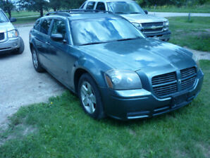 2005 DODGE MAGNUM-97000 KILOMETERS (NO RUST)REDUCED$3900
