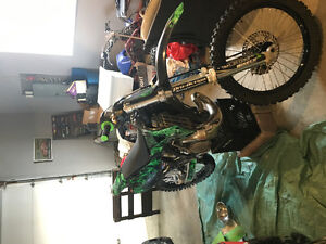 Selling two sets of 2000 kx 250 plastics green and a black set