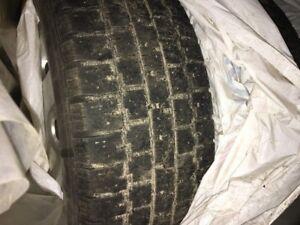 pneux sur rim 4x 195/65/15 6/32 bon pour l'été 5x112