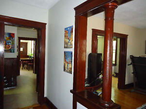 LOCATION: Short-term spring rental DOWNTOWN Ch'town!