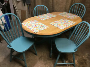FARMHOUSE RUSTIC Pedestal Dining Table & 4 Chairs!
